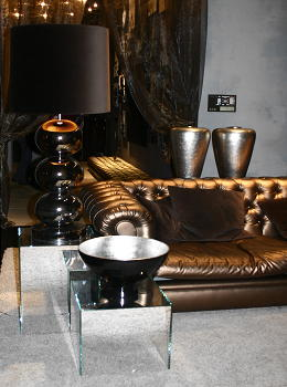 Eric Kuster tafellamp, hoogglans Eric Kuster meubelen, Delano poef in ...