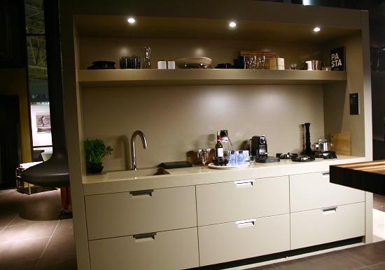 Creme Kleurige Keuken : Sexy Loft de Film Interieur Creme Design Keuken in Hoogglans met