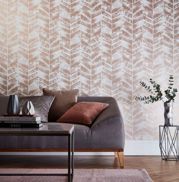 Metallic behang van Graham & Brown – Wallpaper Insignia Rose Gold – MEER Behang inspiratie… (Foto Graham & Brown  op DroomHome.nl)