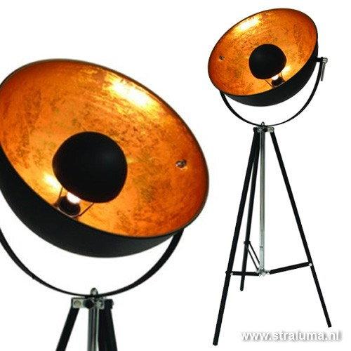 mooie verlichting voor een industrieel interieur industrile schijnwerpers 3 poot vloerlampen foto straluma