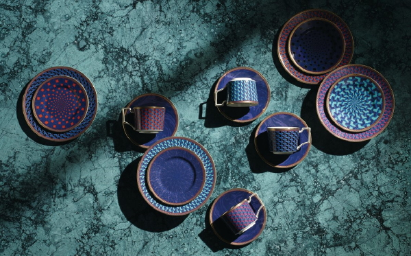 Wedgwood servies Byzance saffier blauw goud servies (Foto Wedgwood  op DroomHome.nl)