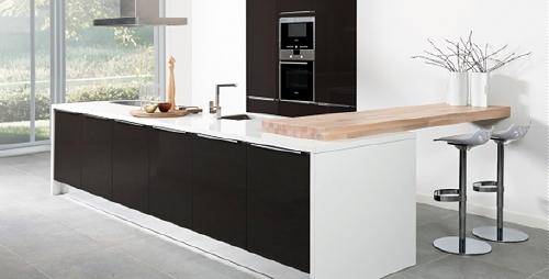 Keuken Keukenrenovatie : Bij deze keuken is wat meer hout te vinden. Maar doordat er gebruik is