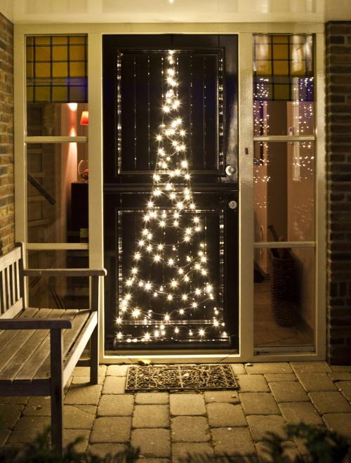 Kerst Buitenverlichting: Fairybell Kerstverlichting voor Buiten: 3D Led Kerstverlichting Kerstbomen in de Grond, voor de Deur & in Vlaggenmast - LEES MEER... (Foto Fairybell  op DroomHome.nl)