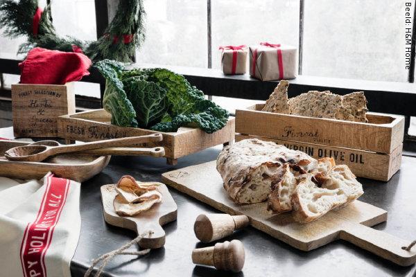 Engelse Keuken Kerst : Keuken in Hout, Rood en Wit Kleur ? MEER Kerst? (Foto H&M Home