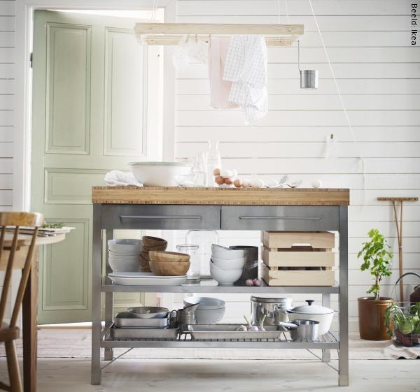 Keuken Werkbank Rvs : Je tablet onder de kookspetters, tomaten die van het aanrecht afrollen