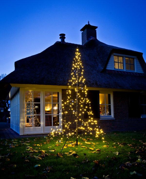buiten kerstverlichting in kerstboom vorm van fairybell meer kerst foto fairybell op droomhome