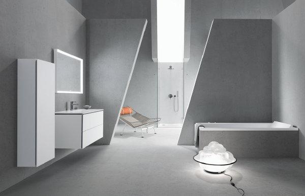 Beton Voor De Badkamer ~ Beton in de Badkamer met Ligbad, Badkamermeubel, Wastafel en Douche