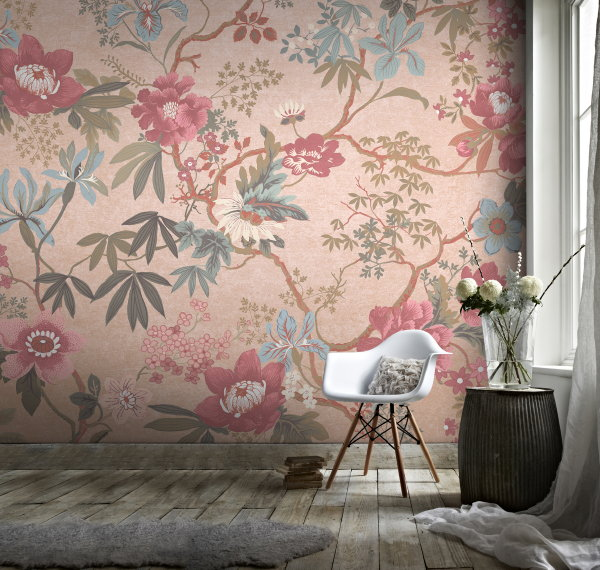 Behang Trend: Muurschilderingen Anno 2017 – Graham & Brown Chinauserie Pink Room – Bloemen Stilleven Roze Behang. (Foto Graham & Brown Wallpaper  op DroomHome.nl)